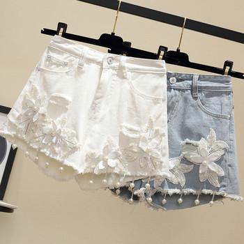 Актуални дамски къси панталони в два цвята с флорални мотиви