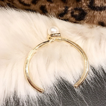 Дамска стилна гривна с перла в златист цвят