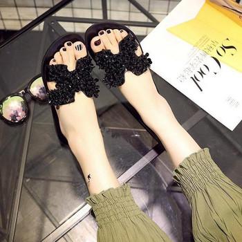 Mодерни дамски чехли с капси в два цвята
