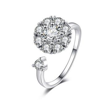 Стилен дамски пръстен с камъни в сребрист цвят