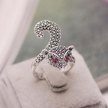 Дамски модерен пръстен с декорация перли