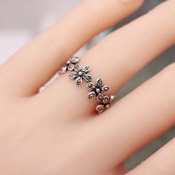 Модерен дамски пръстен с флорален мотив