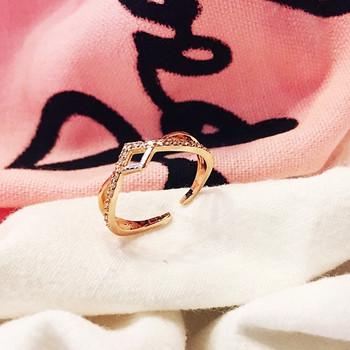 Дамски пръстен в златист цвят и камъни