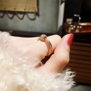 Ежедневен дамски пръстен с декорация камъни