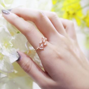 Модерен дамски пръстен с декорация камъни в три цвята