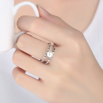 Стилен дамски пръстен с декорация перли