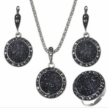 be4ba621b83 badu.gr - Μοντέρνα κυρία τρία κομμάτια - δαχτυλίδι, σκουλαρίκια και κολιέ