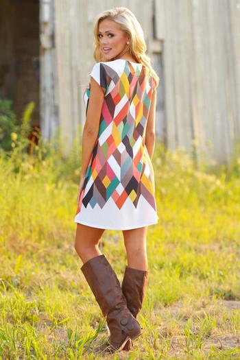 Модерна дамска рокля с цветни мотиви