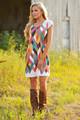 Σύγχρονη κυρία φόρεμα με πολύχρωμα κίνητρα