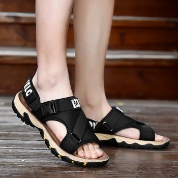 Ежедневни мъжки сандали в черен цвят с лепенки