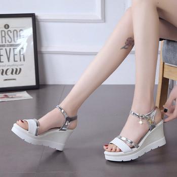 Дамски актуални сандали с висока подметка в два цвята