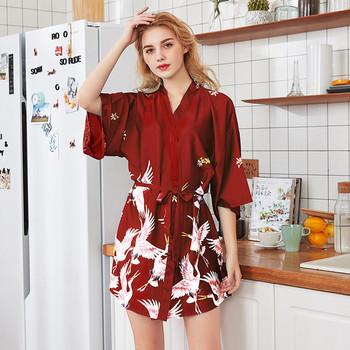 Сатенен дамски халат с 3/4 ръкав и десен в няколко цвята
