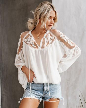 Дамска блуза с V-образно деколте и бродерия