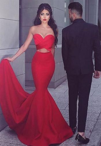 Κομψό γυναικείο μακρύ φόρεμα σε κόκκινο χρώμα