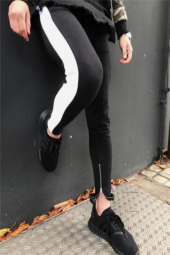 Ежедневно мъжко спортно долнище с бял кант в черен цвят
