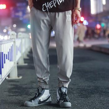 Спортен мъжки панталон в сив цвят с емблема