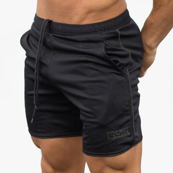 Спортни мъжки къси панталони в няколко цвята с надпис