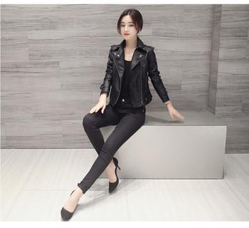 Μοντέρνο γυναικείο μπουφάν σε μαύρο χρώμα