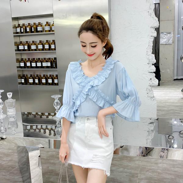 6f5815d1a6f1 Μοντέρνα γυναικεία μπλούζα με ντεκολτέ σε σχήμα V σε τρία χρώματα 135340 -  Badu.gr Ο κόσμος στα χέρια σου