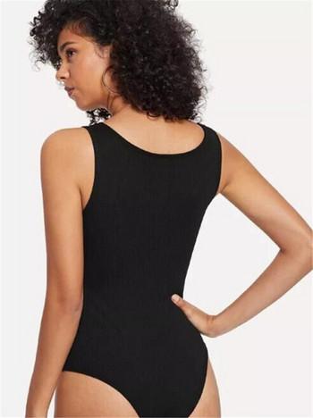 Ежедневно дамско боди с цветна апликация и широки презрамки в черен цвят