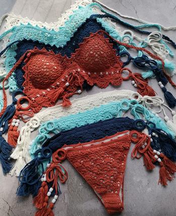 Стилен дамски бански костюм с връзки и пискюли в четири цвята