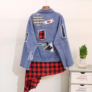 НОВО Модерно дамско дънково яке асиметричен модел с цветни емблеми