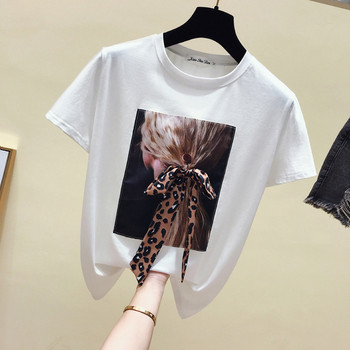 Μοντέρνο γυναικείο μπλουζάκι σε μαύρο και άσπρο με εφαρμογή