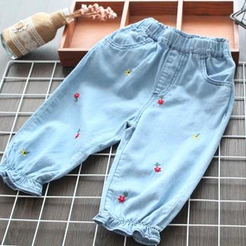 Μοντέρνα παιδικά τζιν μπλε για κορίτσια