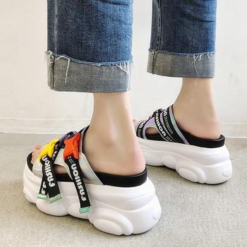 Модерни дамски чехли с платформа и надпис