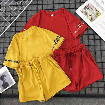 Летен дамски комплект от две части - тениска и къси панталони в червен и жълт цвят