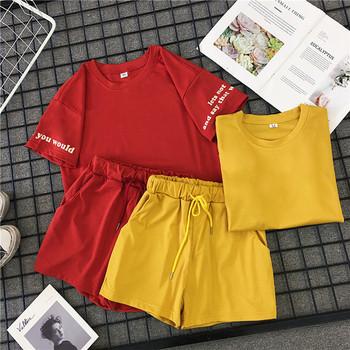 Καλοκαιρινό γυναικείο σύνολο αα - μπλουζάκι και σορτς σε κόκκινο και κίτρινο χρώμα