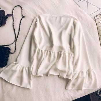 Κομψή γυναικεία μπλούζα με μανίκια λωτού σε μαύρο, λευκό και μαύρο χρώμα