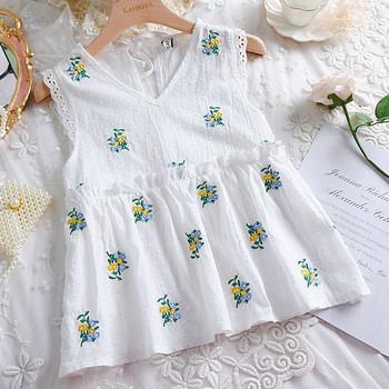 Модерна дамска блуза с бродерия и V-образно деколте