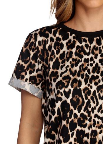 Модерна дамска тениска с О-образно деколте и леопардов десен