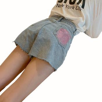 Модерни дамски къси дънки с разкъсани мотиви и цветни камъни