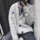 Мъжка зимна жилетка с копчета и мини бродерия и V-образно деколте в три цвята