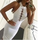 Елегантна дамска рокля с връзки в бял цвят