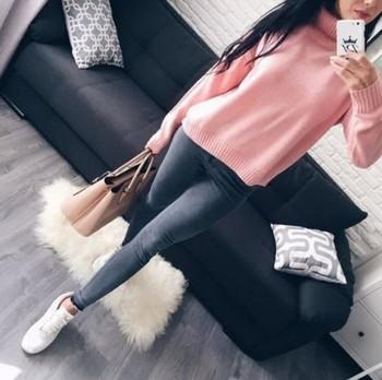 Много удобен и много топъл дамски ежедневен пуловер с полувисока О-образна яка