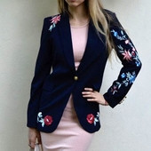 Спортно-елегантно дамско сако с шарени флорални бродерии