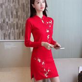 Спортно-елегантна рокля с флорални мотиви в четири цвята