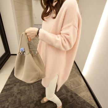 Много мек и нежен дълъг дамски пуловер в бежов цвят