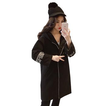 Αθλητικό γυναικείο μπουφάν με κουκούλα σε μαύρο και γκρι χρώμα