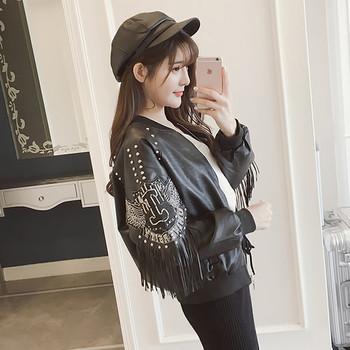 Κομψό γυναικείο μπουφάν με κουκούλες και κρόσσια σε μαύρο χρώμα
