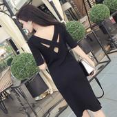 Семпла ежедневна рокля с паднали рамене и интересен гръб в два цвята