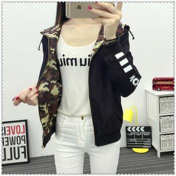 Ένα casual, casual, διπλό σακάκι με κουκούλα