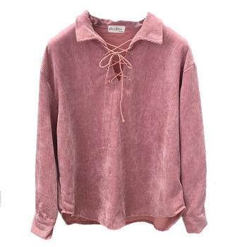 Спортно-елегантен пуловер с връзки в бял и розов цвят
