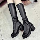 Стилни дамски ботуши от еко кожа в черен цвят
