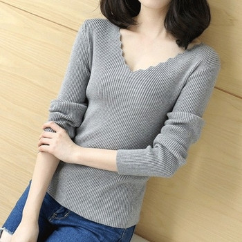 Дамски есенен пуловер с интересно V-образно деколте