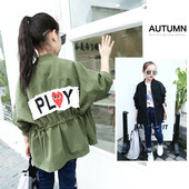 Есенно детско яке за момичета в широк модел с апликация на гърба