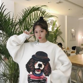 Дамски пуловер с О-образна яка с сладка бродерия в черен и бял цвят
